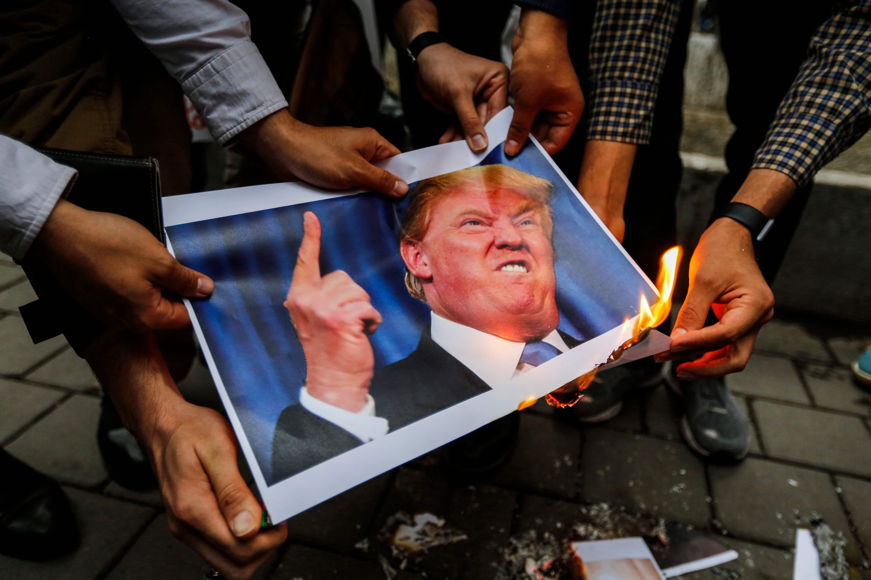 حرق صورة ترامب