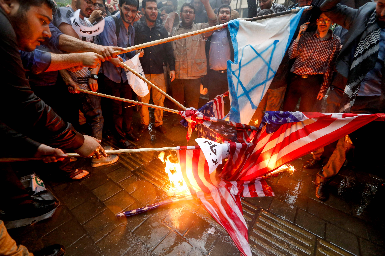 حرق العالم الأمريكى والإسرائيلى