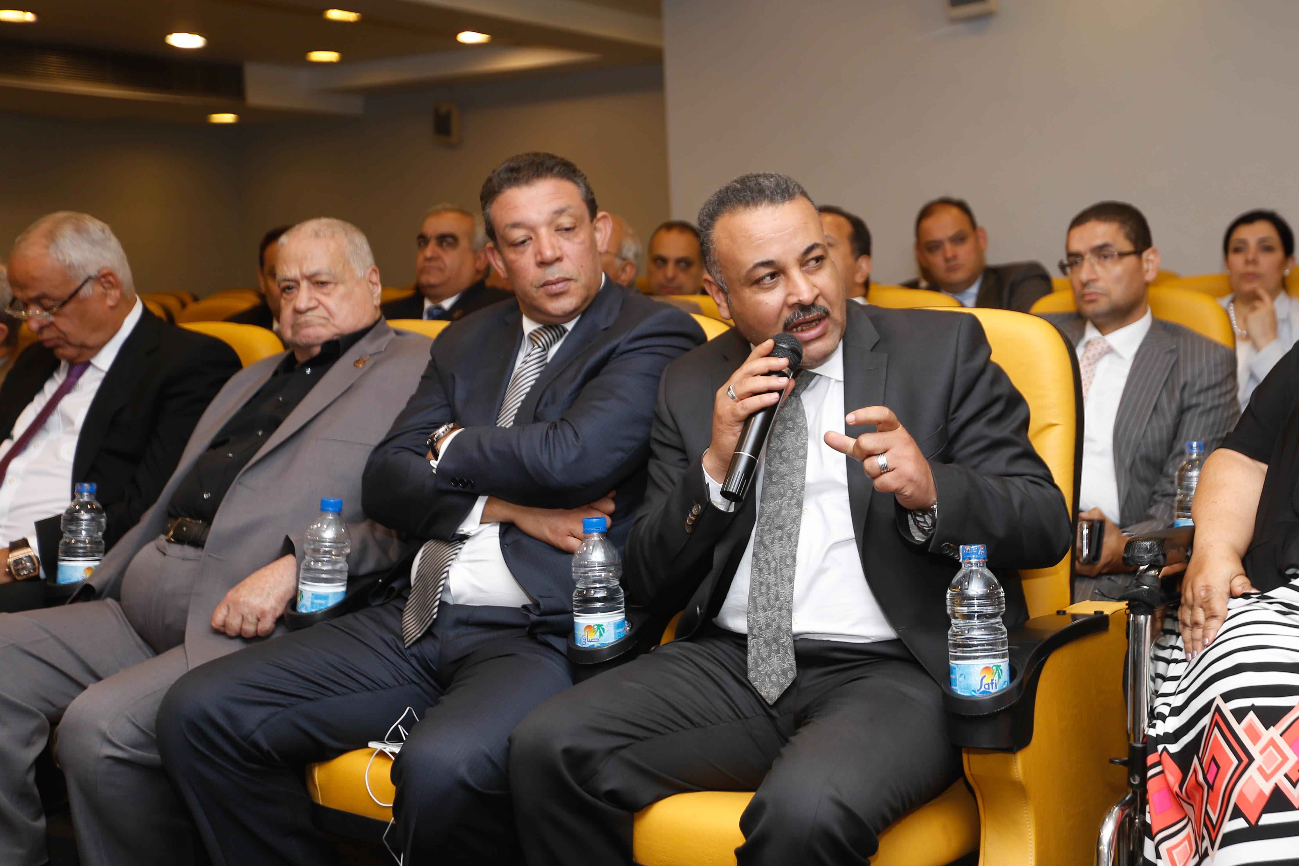 كريم عبد العزيز (6)