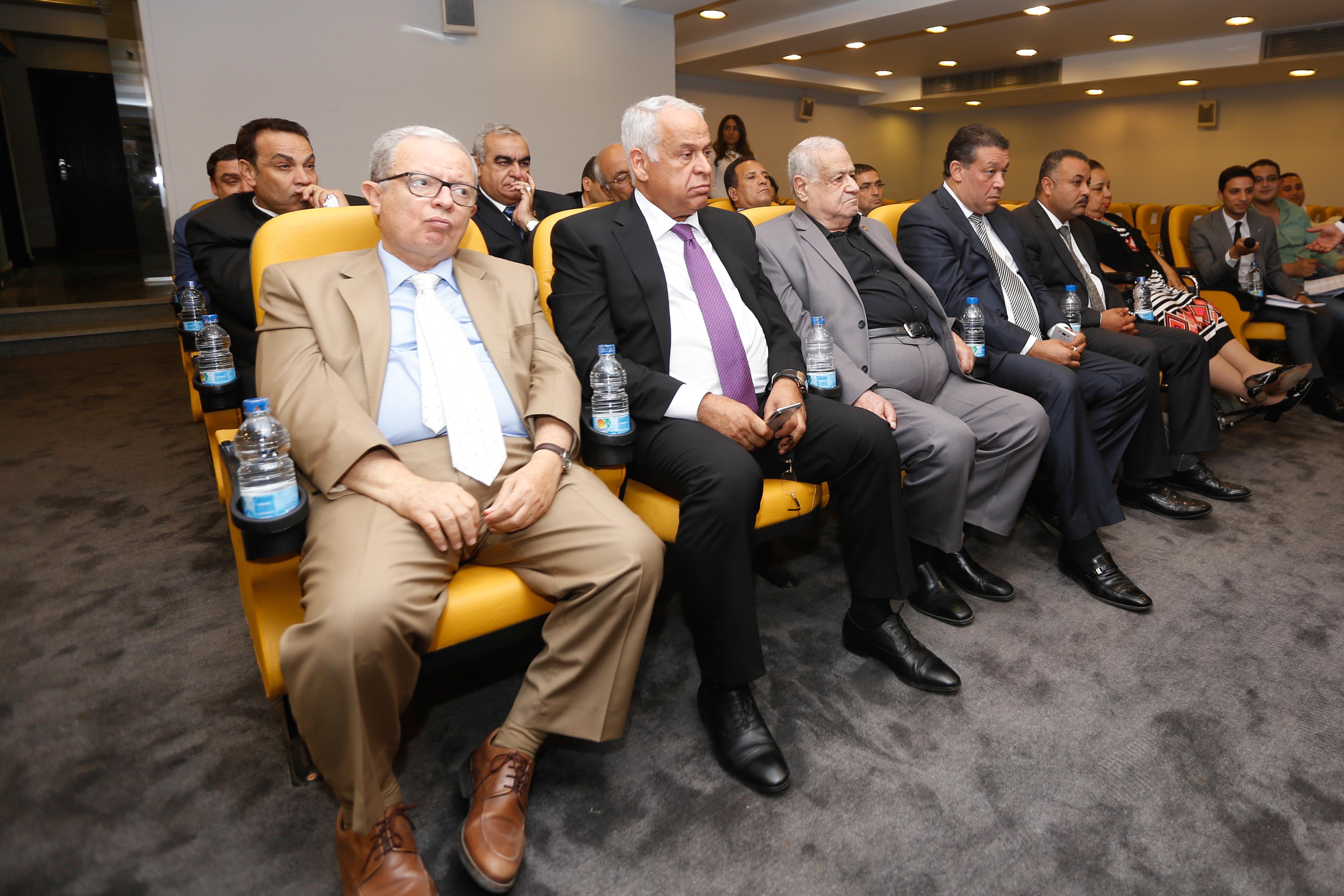 كريم عبد العزيز (75)