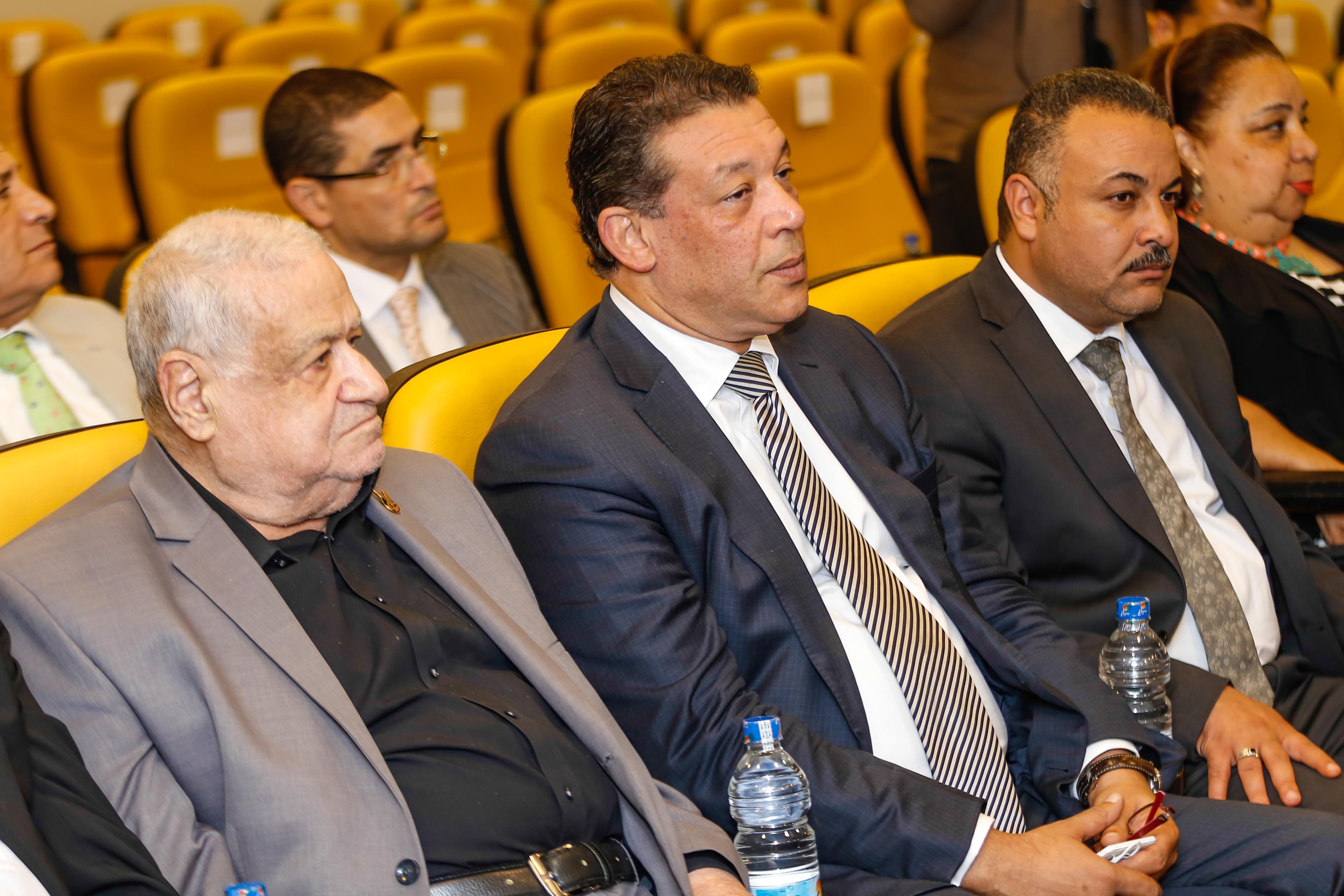 كريم عبد العزيز (53)