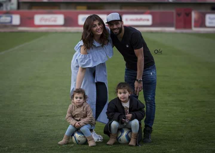 متعب مع زوجته وبناته تمارا وسيلين