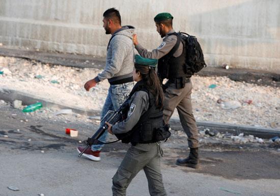 قوات الاحتلال تعتقل شاب فلسطينى بالضفة الغربية