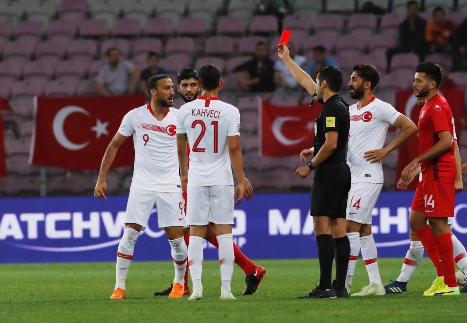 طرد توسون مهاجم منتخب تونس