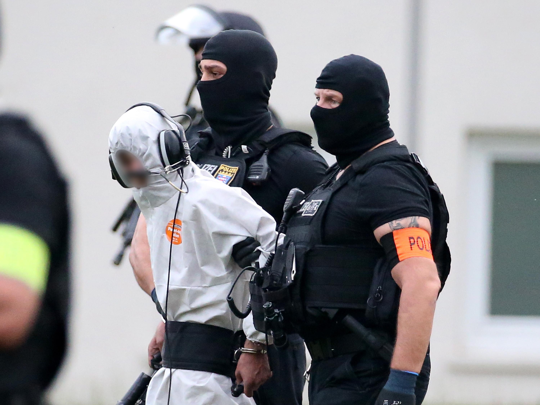 الشرطة الألمانية تصطحب الشاب العراقى