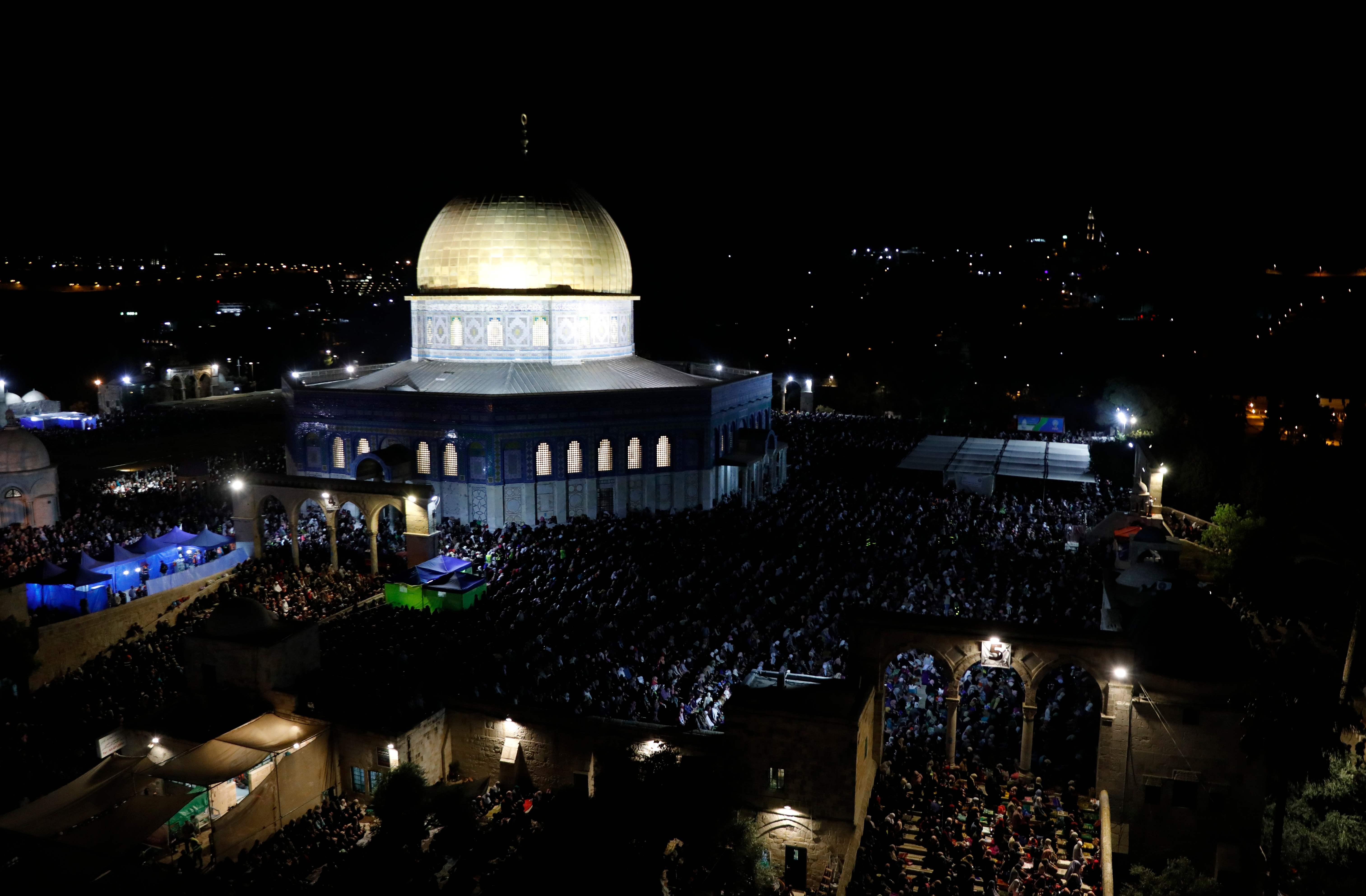 المسجد الاقصى عامر بالمصلين