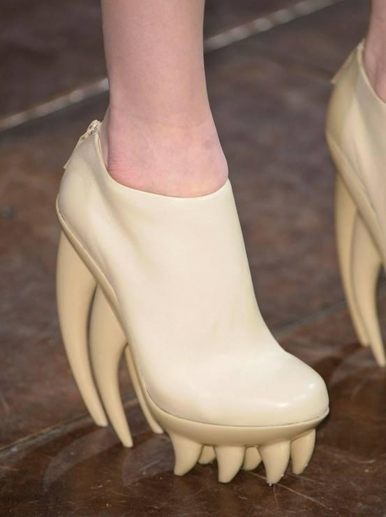 موضة الأحذية الغريبة (4)