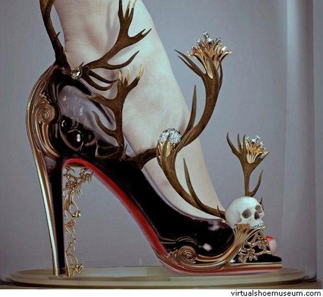 موضة الأحذية الغريبة (1)