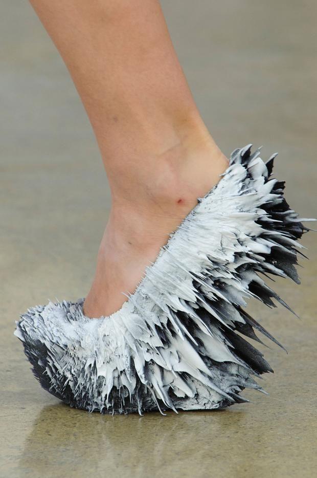 موضة الأحذية الغريبة (2)