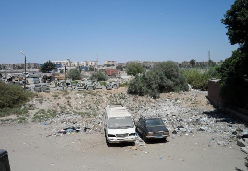 جانب من القمامة بالشارع