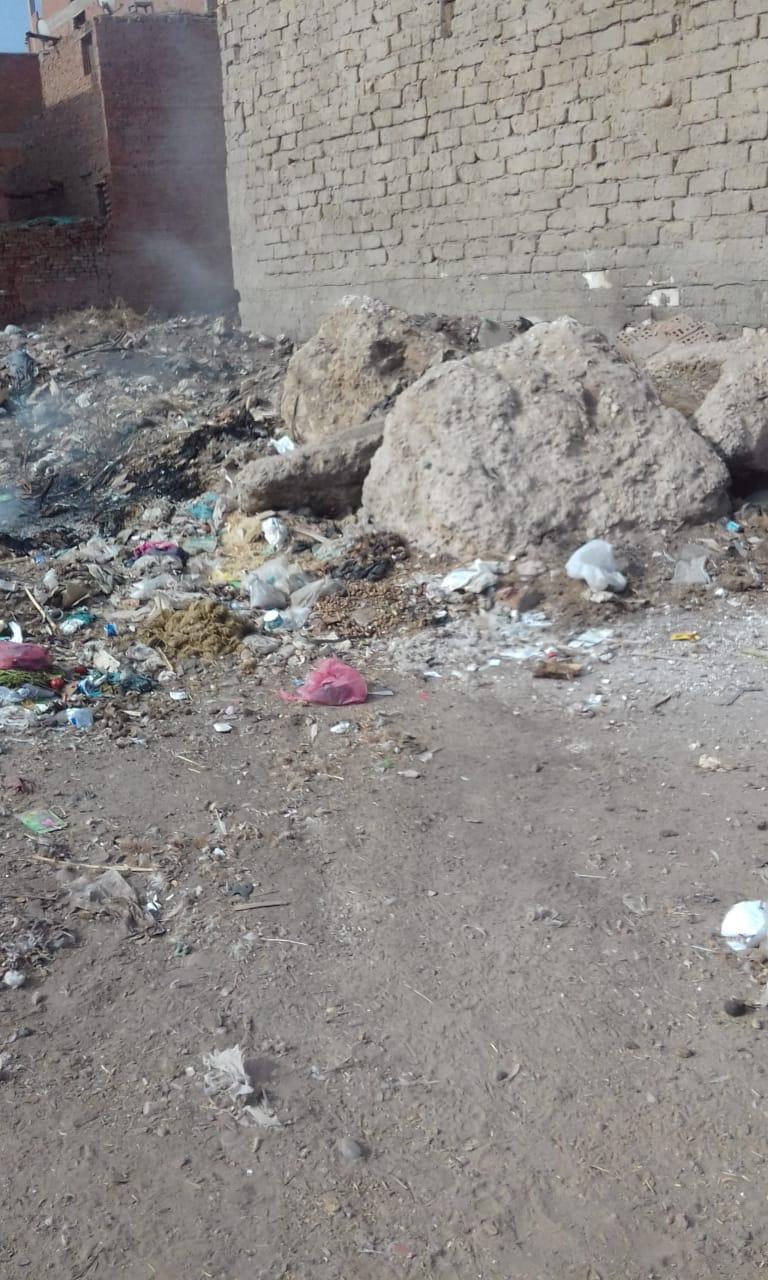 القمامة فى شوارع شبرا باخوم (2)