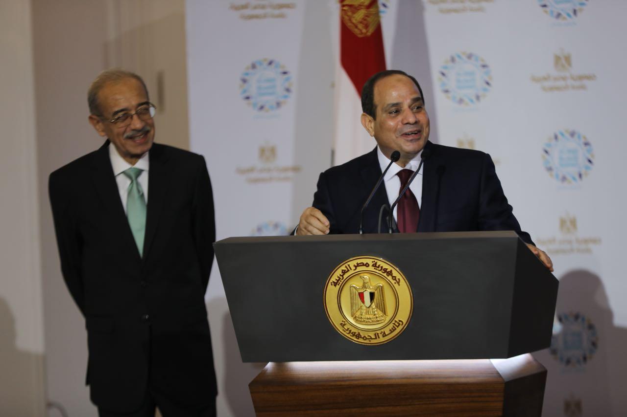 الرئيس السيسى والمهندس شريف إسماعيل فى إفطار الأسرة المصرية