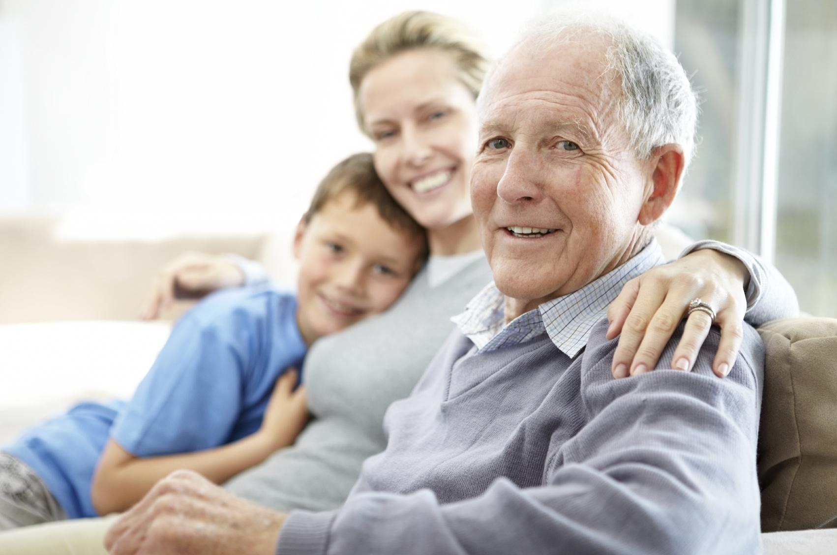 الزيارات لكبار السن تحسن نفسيتهم
