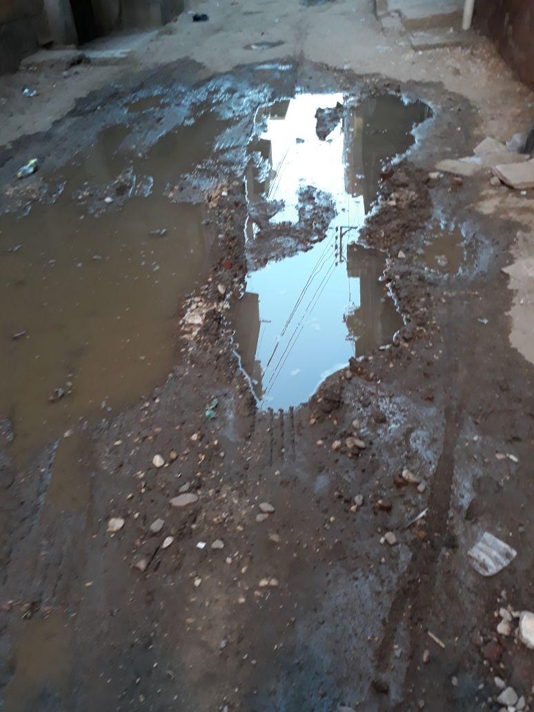 الحفرة تمتلئ بالمياه
