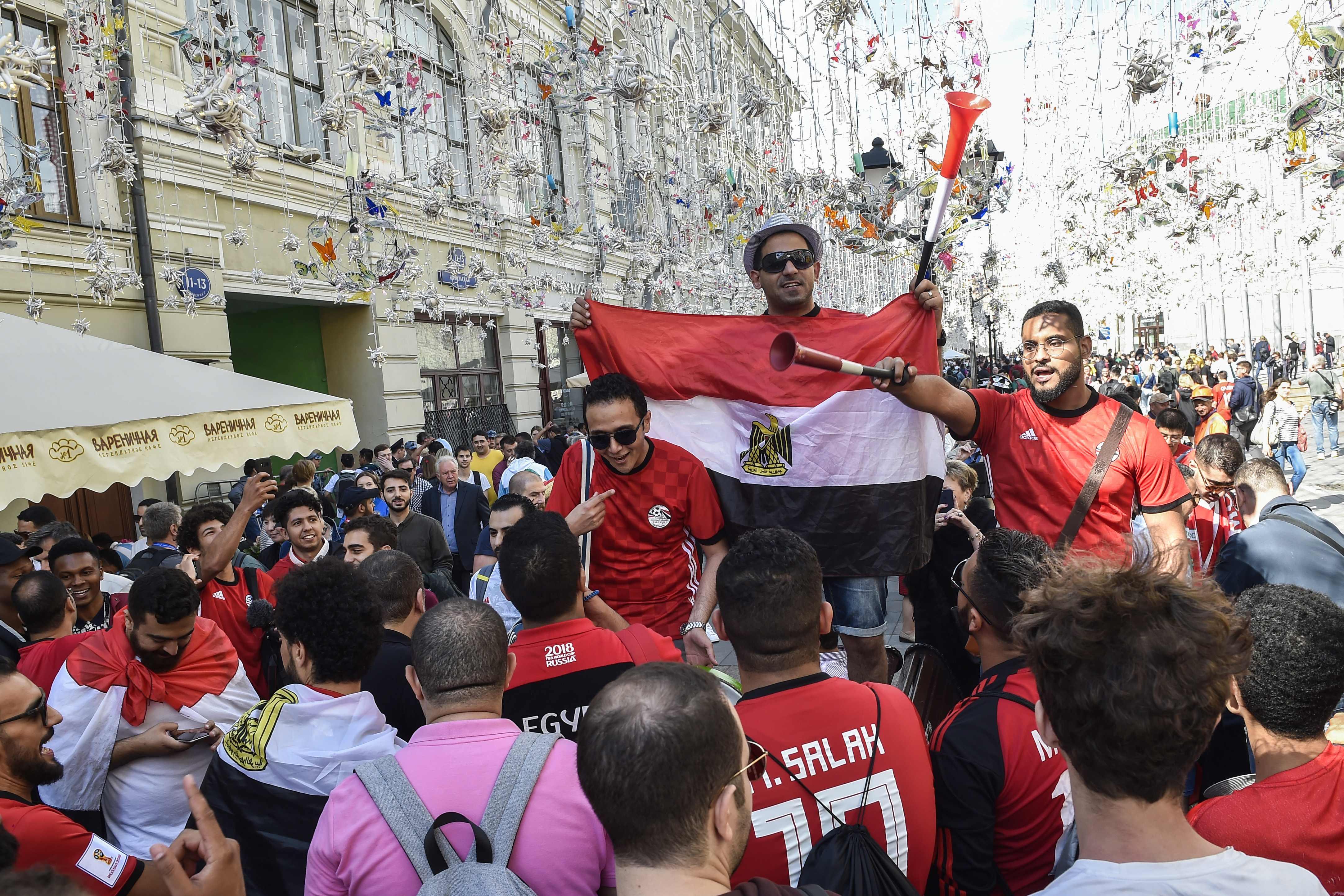 الجماهير المصرية تصنع الحدث في روسيا