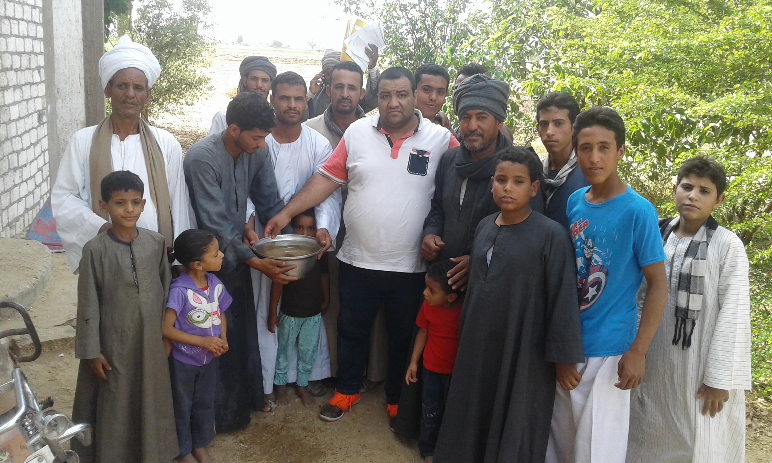 محرر المرصد الإخباري مع أهالى نجع مسلم