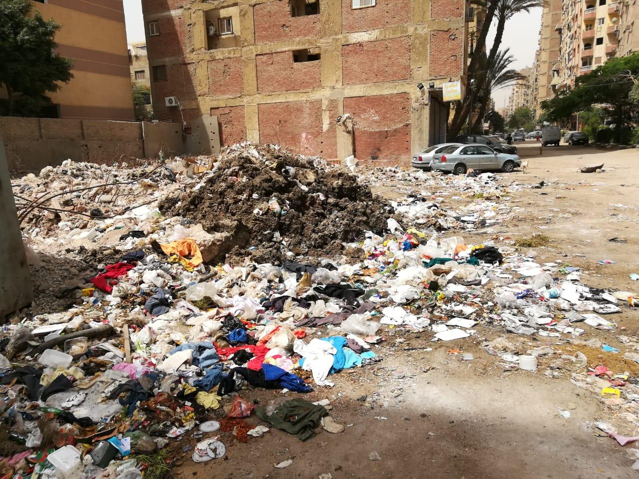 القمامة تملئ المنطقة