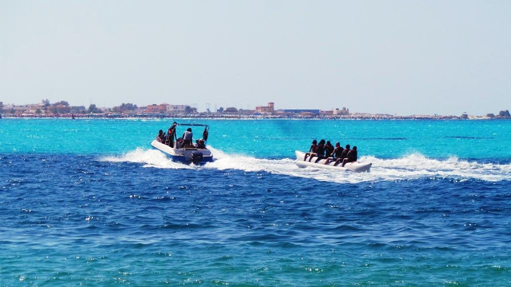 التنزه والاستمتاع بالبحر وركوب اللانشات بشواطئ مطروح