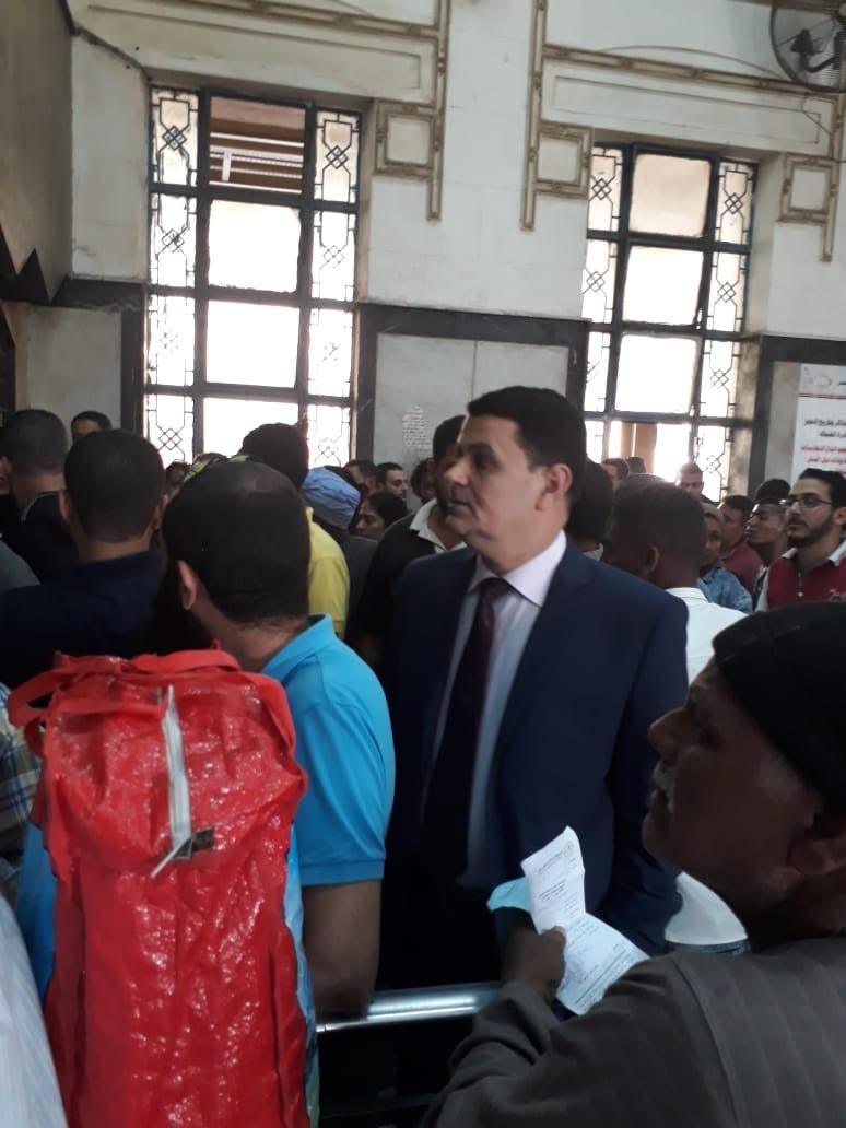 رئيس جهاز حماية المستهلك يطمئن على توافر  تذاكر القطارات (1)