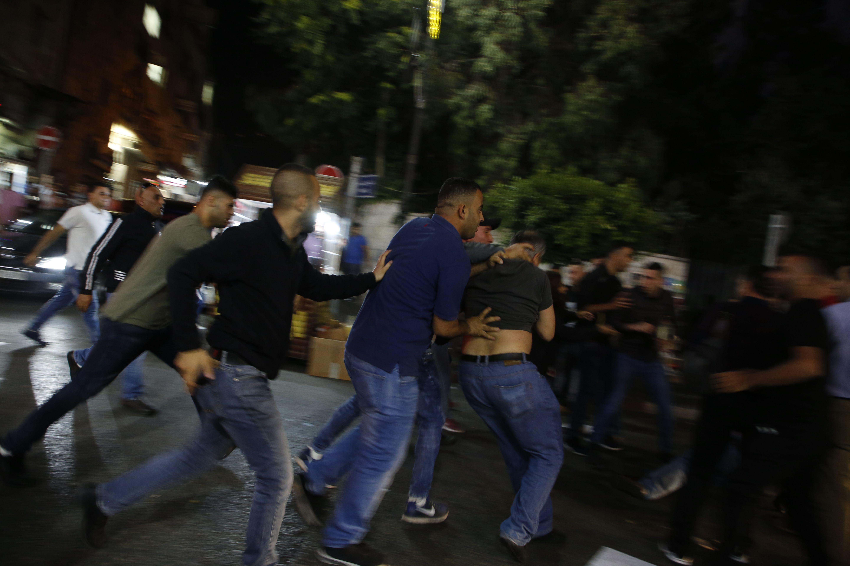 تفريق مظاهرات فى رام الله للتضامن مع موظفى غزة