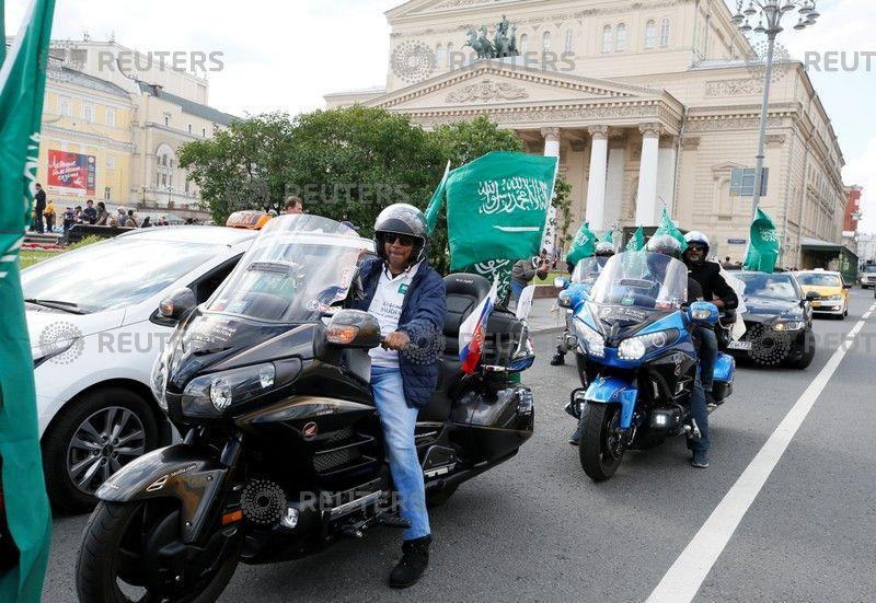 الجماهير السعودية في شوارع روسيا