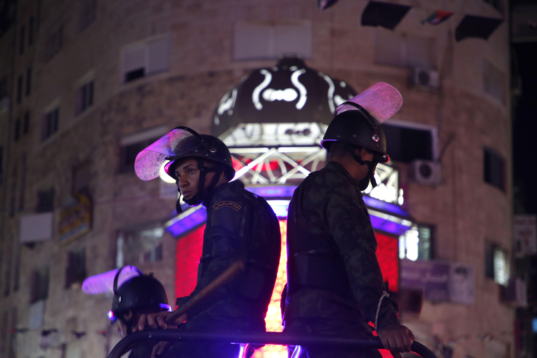 جنود فلسطينيين فى شوارع رام الله لتفريق مظاهرات