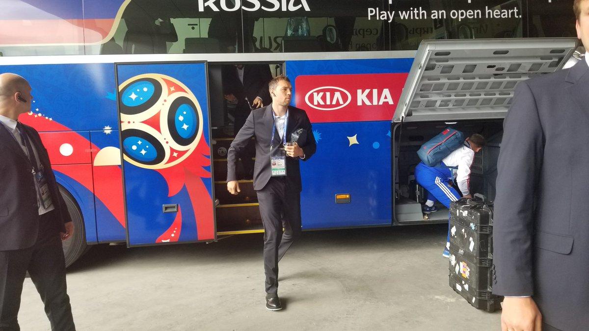 وصول منتخب روسيا إلى ملعب مباراة السعودية فى افتتاح كأس العالم.. صور 133818-منتخب-روسيا-يصل-ملعب-مباراة-السعودية-(3).jpg