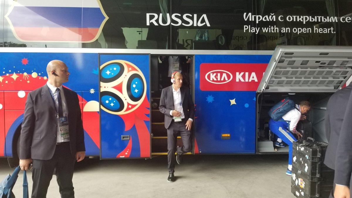 وصول منتخب روسيا إلى ملعب مباراة السعودية فى افتتاح كأس العالم.. صور 139534-منتخب-روسيا-يصل-ملعب-مباراة-السعودية-(2).jpg