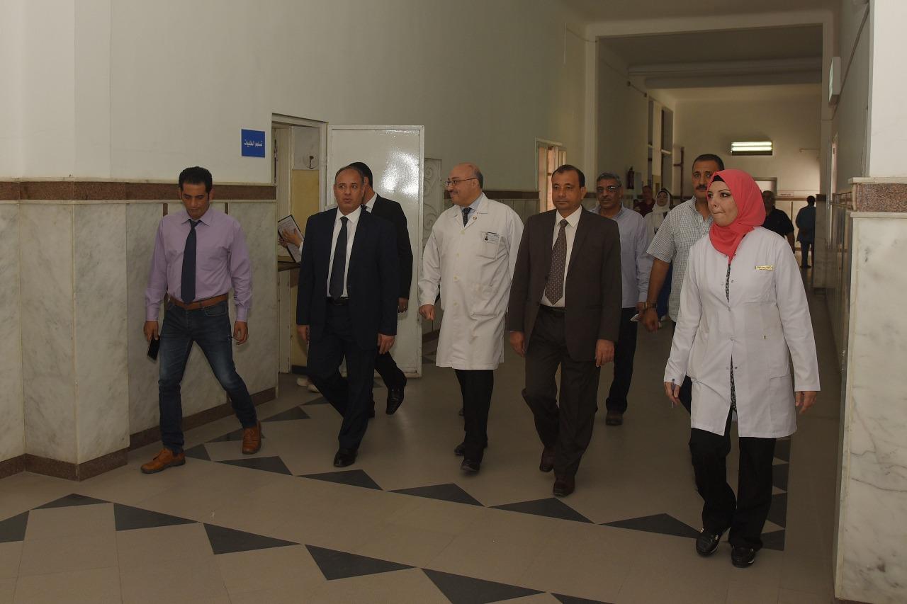 محافظ الإسكندرية يزور مستشفى طلبة سبورتنج (7)