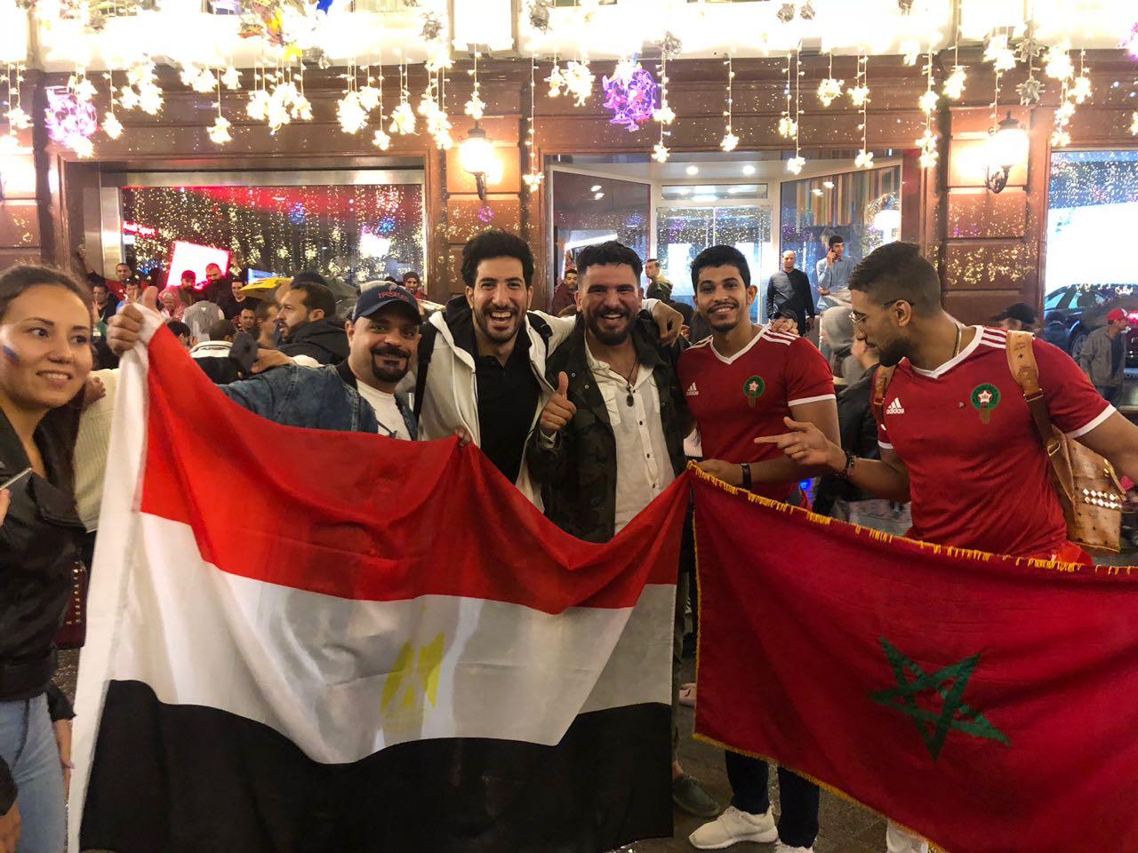 الفرحة تملئ وجوه المصرين مع أشقاء مغاربة