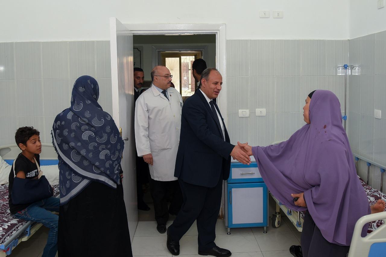 محافظ الإسكندرية يزور مستشفى طلبة سبورتنج (5)