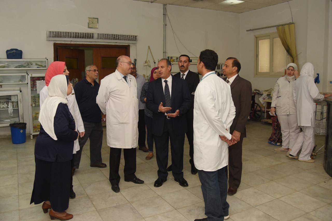 محافظ الإسكندرية يزور مستشفى طلبة سبورتنج (3)