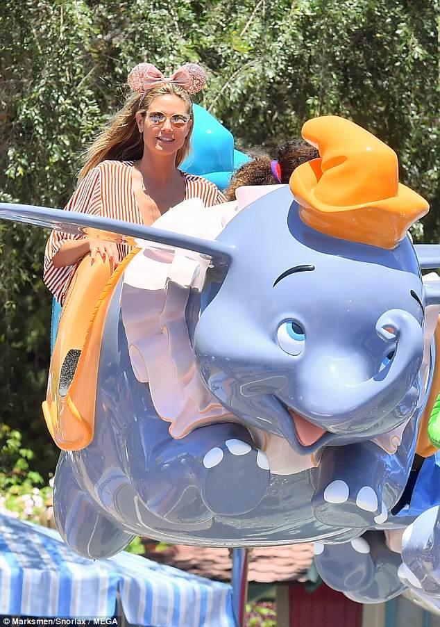 هيدي كلوم في DisneylanD) (2)