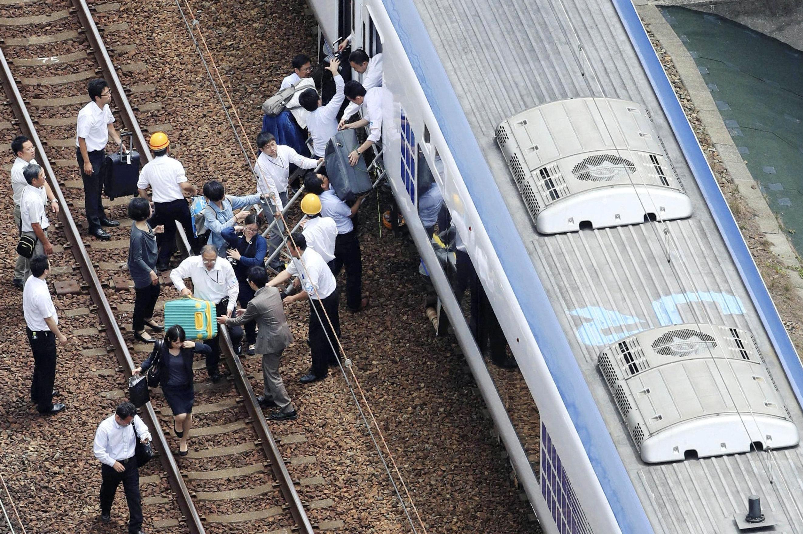 إخلاء القطارات من الركاب