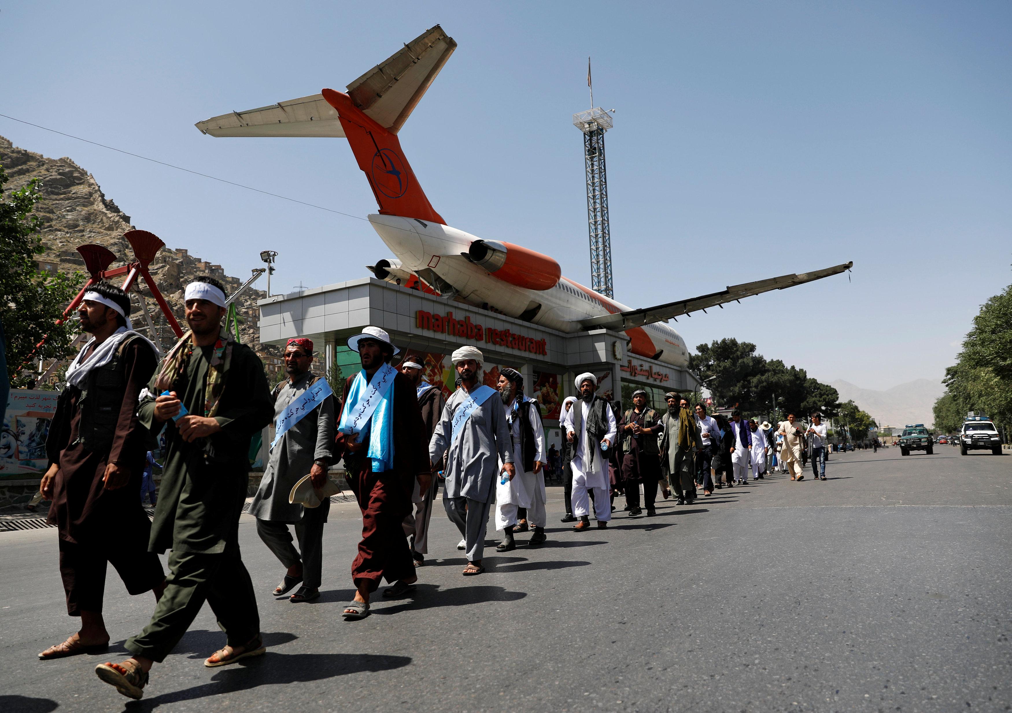 المسيرة تأتى لتأييد مبادرة الحكومة الأفغانية لتمديد وقف إطلاق النار