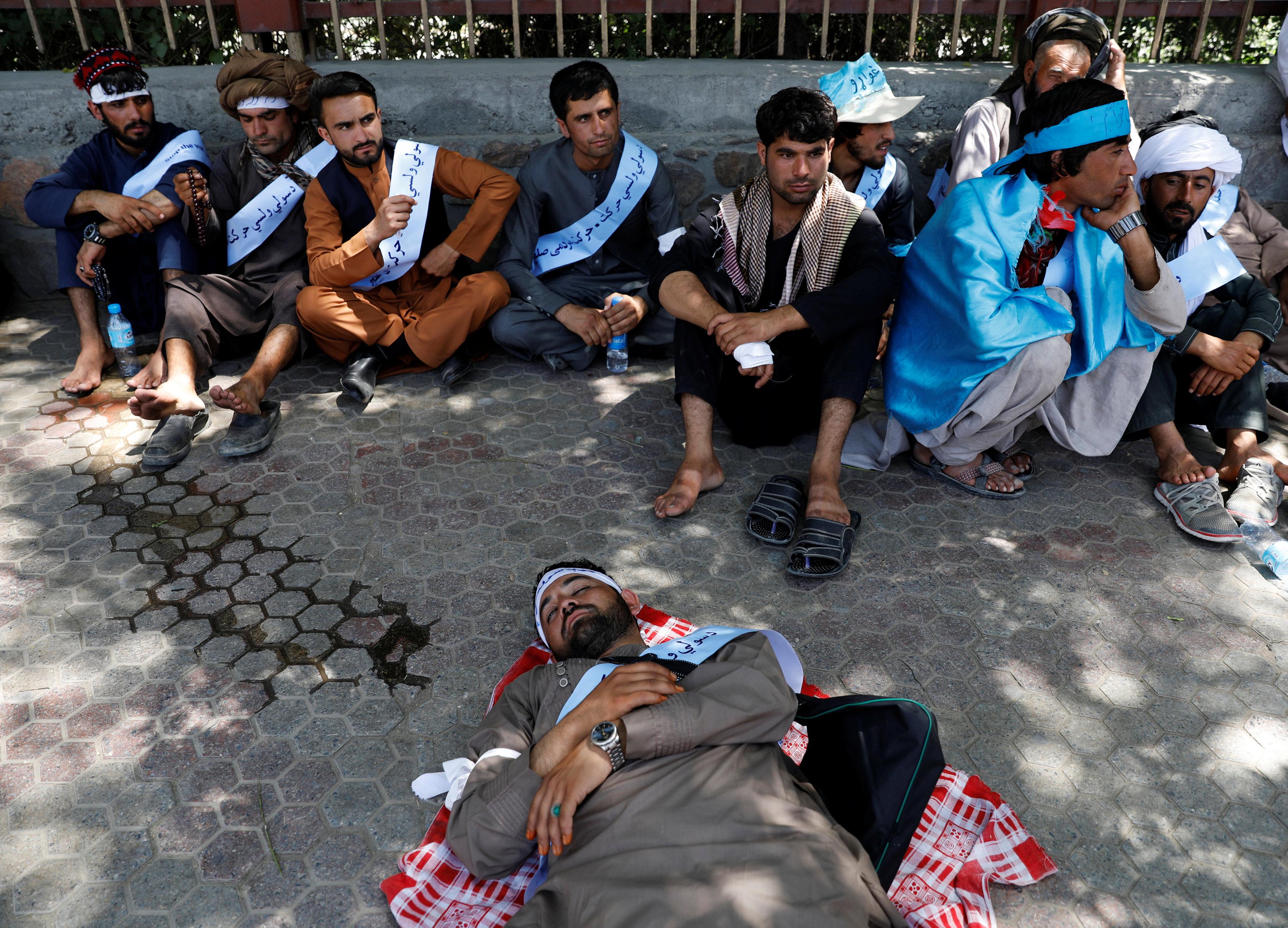 المسيرة تأتى بعد رفض طالبان اقتراح الحكومة لمد وقف إطلاق النار بعد عيد الفطر