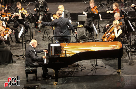 عمر خيرت يعزف على مسرح مارينسكى