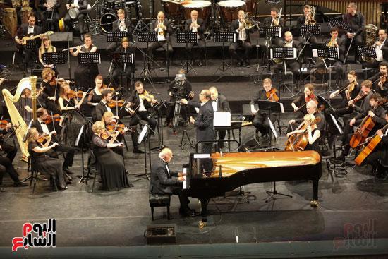 عمر خيرت يعزف مقطوعاته على مسرح مارينسكى