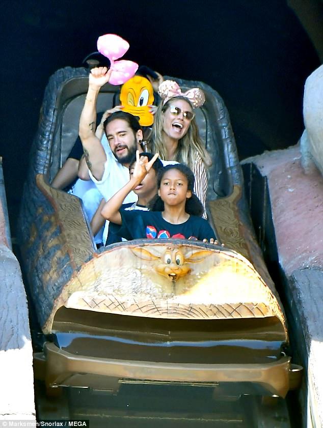 هيدي كلوم في DisneylanD) (1)