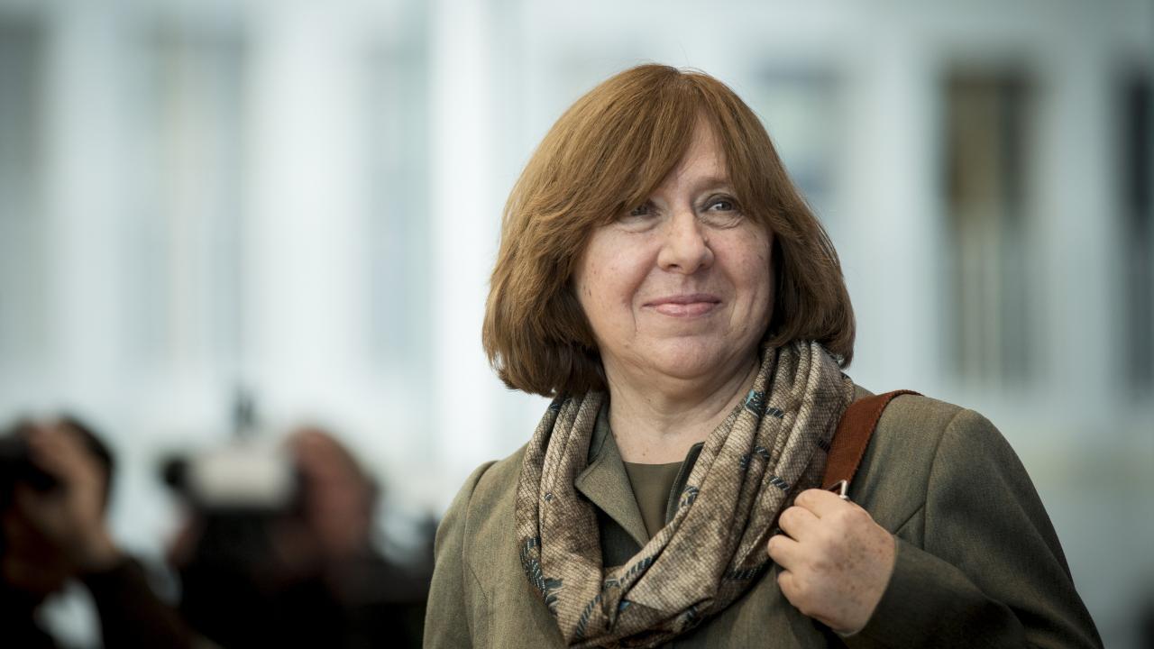 الكاتبة سفيتلانا اليكسييفيش الفائزة بجائزة نوبل للآداب