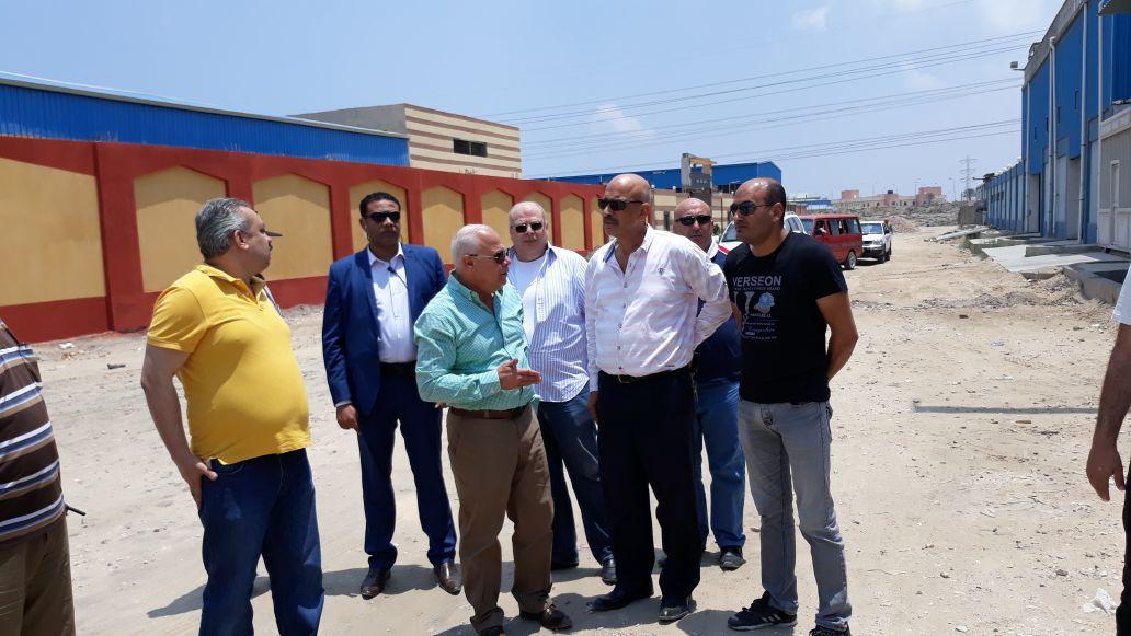 محافظ بورسعيد يتفقد المنطقة الصناعية لمتابعة المشروعات (7)