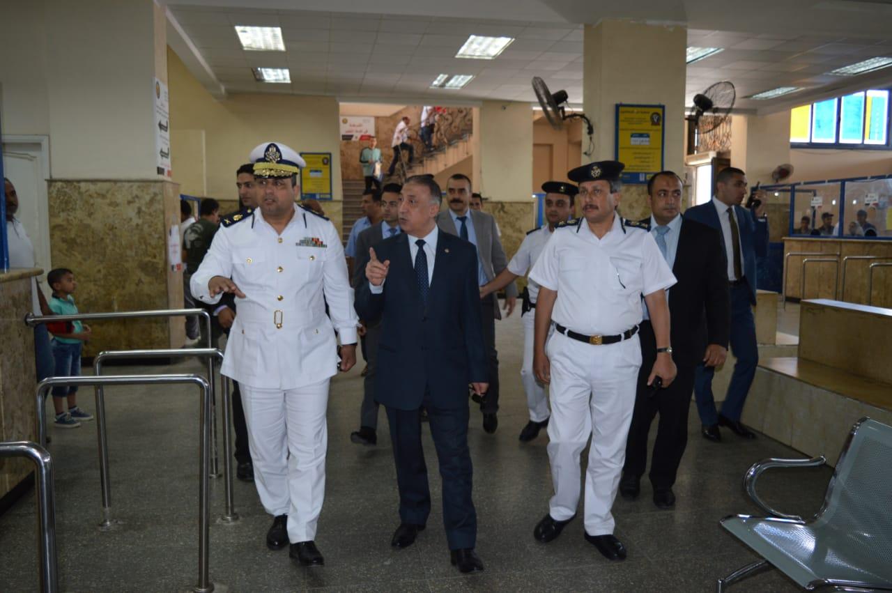 جولة مدير أمن الإسكندرية على وحدة مرور محرم بك (1)