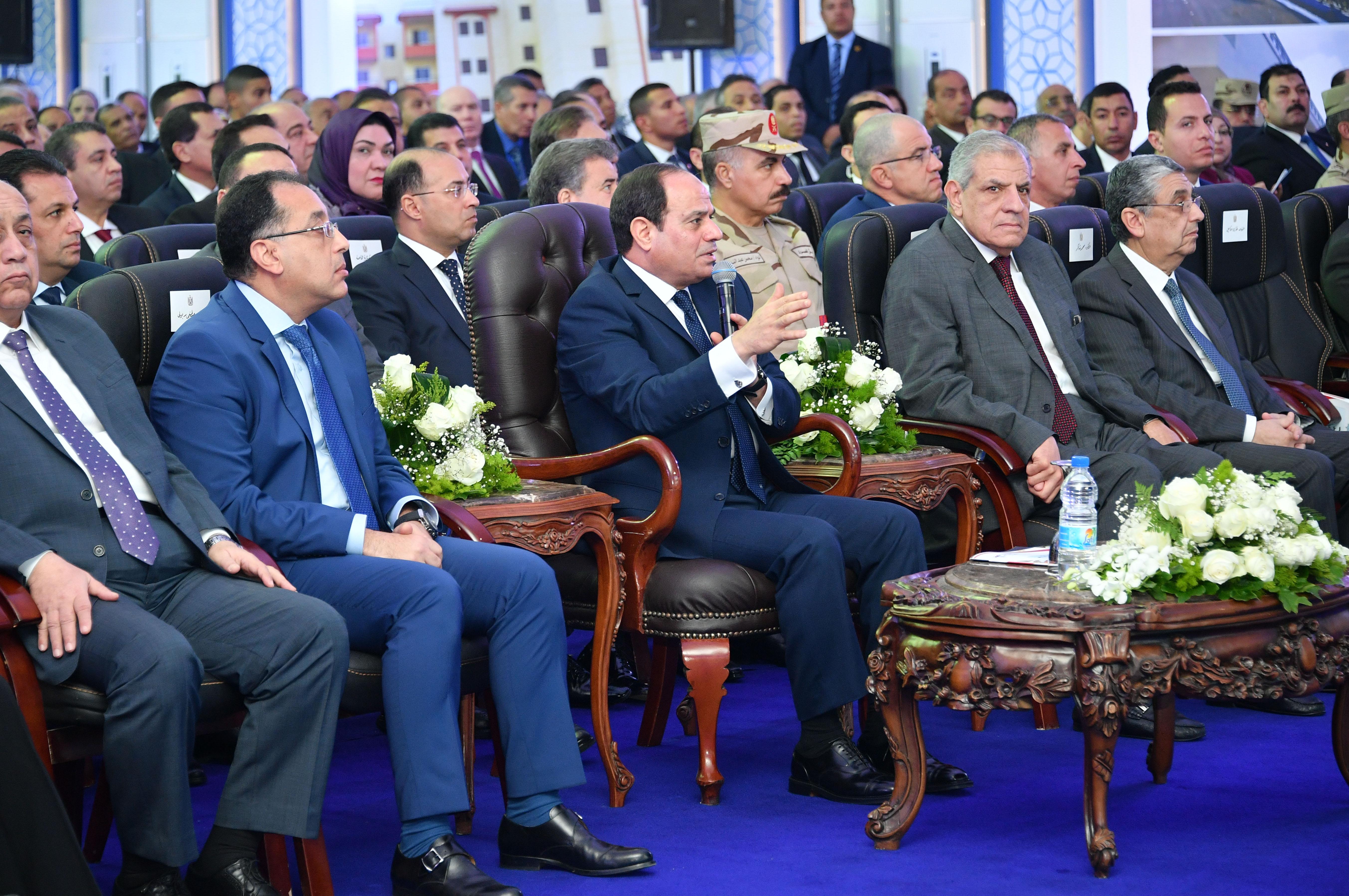 افتتاح الرئيس لمشروعات بالعاشر من رمضان  8-1-2018 (1)