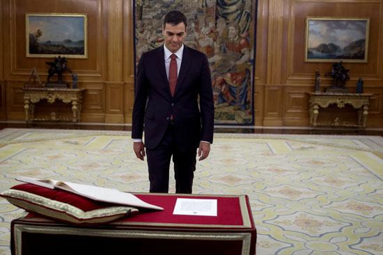 رئيس وزراء إسبانيا الجديد قبل أداء اليمين الدستورية
