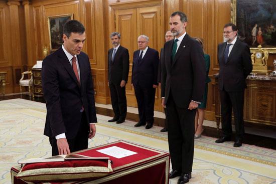رئيس وزراء إسبانيا الجديد يؤدى اليمين الدستورية