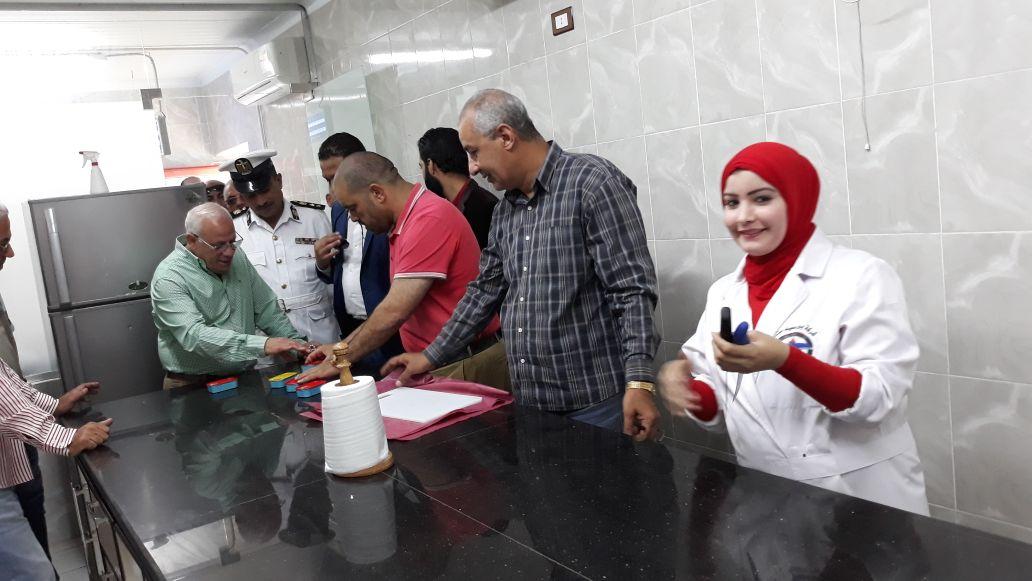 محافظ بورسعيد يتفقد المنطقة الصناعية لمتابعة المشروعات (9)