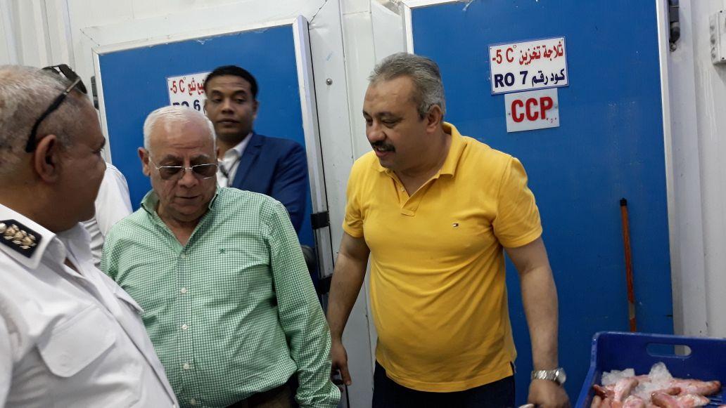 محافظ بورسعيد يتفقد المنطقة الصناعية لمتابعة المشروعات (3)