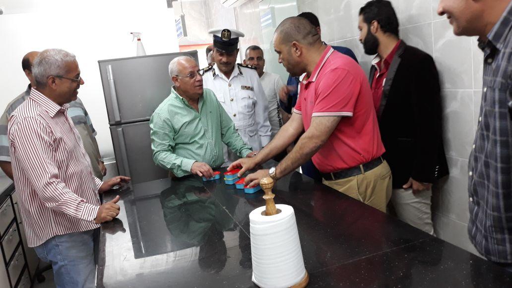 محافظ بورسعيد يتفقد المنطقة الصناعية لمتابعة المشروعات (1)