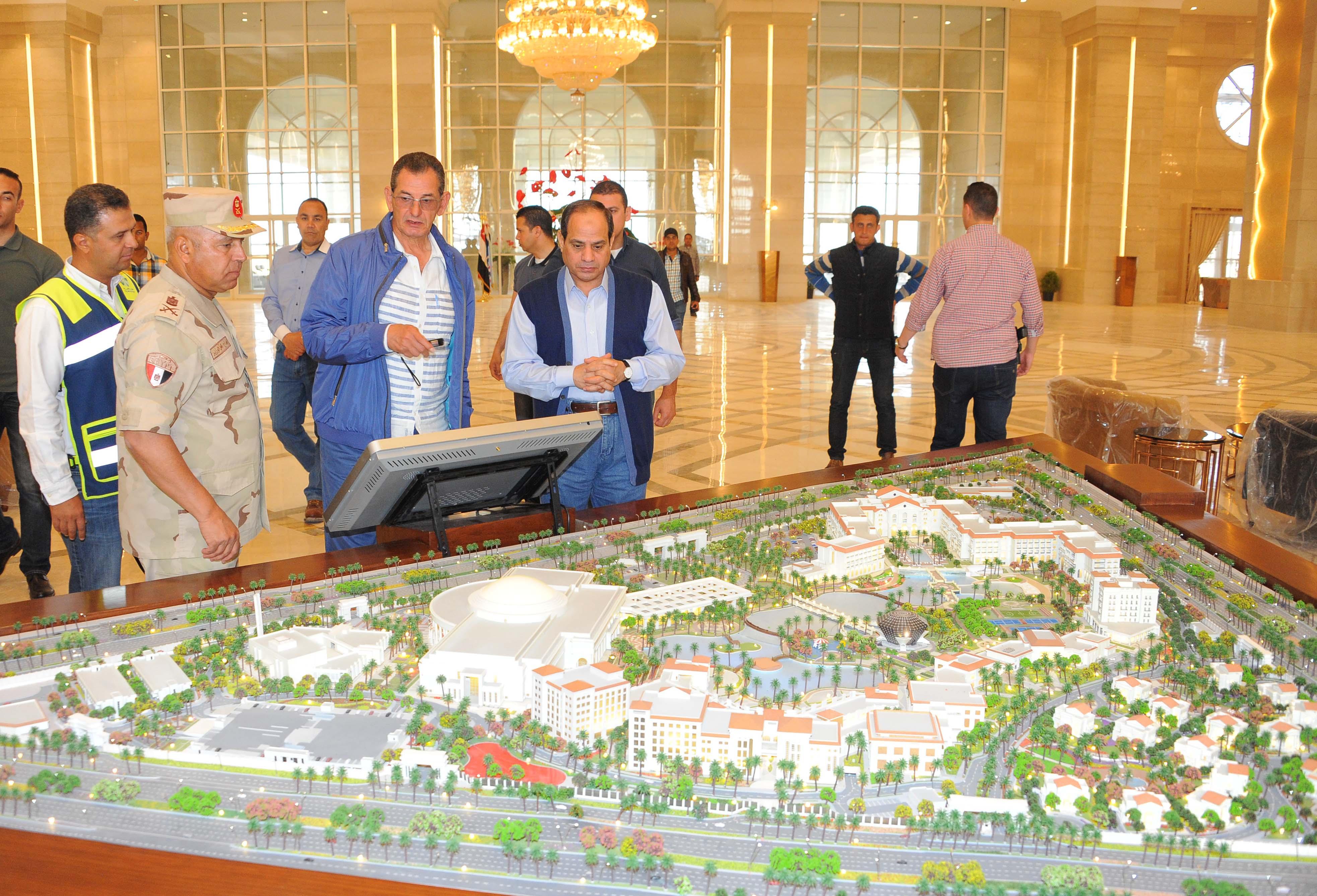 السيد الرئيس يقوم بجولة تفقدية لعدد من المشروعات الجاري تنفيذها بالعاصمة الإدارية الجديدة وجبل الجلالة 28-4-2017 (1)