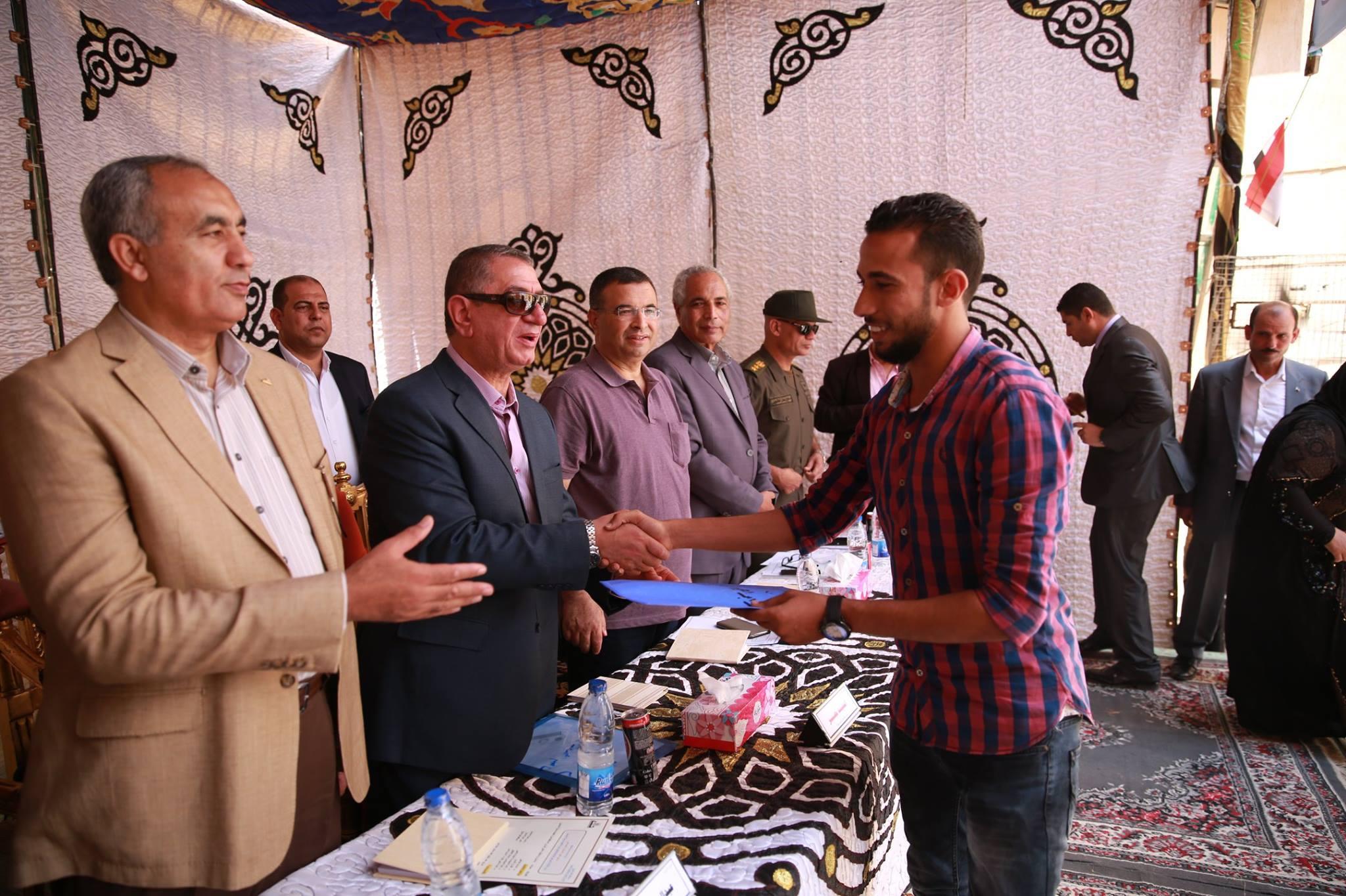 1- محافظ كفر الشيخ يسلم وحدات سكنية بالحامول